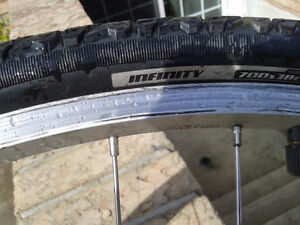 Shimano 700c front wheel with very good tube and tire