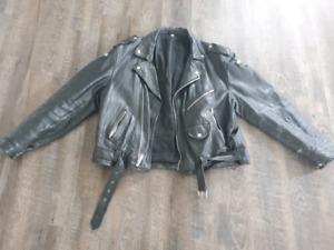 Veste de moto en cuir noir