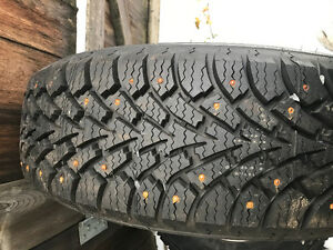 Brand new 215/70r15 studded tires