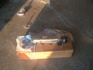 f150 09 4.6 manifold new still in the box and gasket r.h.s.