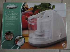Brand new in box compact 1.5 cup electric food chopper London Ontario image 7