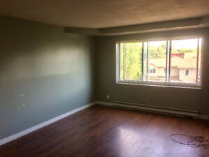 3 1/2 Waterfront Apartment West Island - First Month FREE