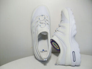 WHiTE SHOES FOR NURSES NEW, LEATHER, WATER-RESiSTANT Size 8-12