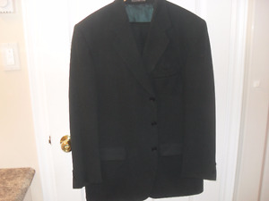 MEN'S 100% DARK GREEN WOOL SUIT FROM MOORES