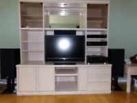 meuble télé et armoire avec portes en verre