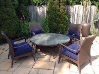 Foyer extérieur avec 4 fauteuils/Fire Pit with 4 armchairs
