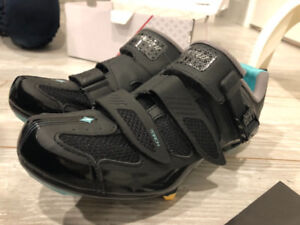 Cycling shoes - specialized