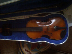 3/4 SIZE VIOLIN WITH CASE AND TWO BOWS