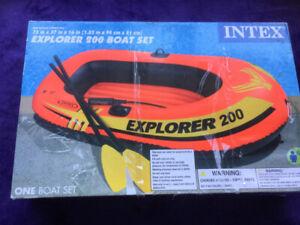 Intex Explorer Pro 200 Boat Set. New.