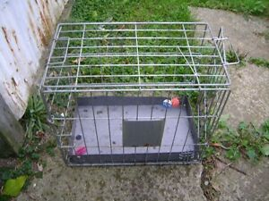 MEDIUM SIZED COLLAPSABLE DOG CAGE