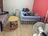 Sharing double room £320pm attached bathroom