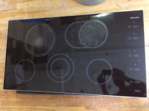 Surface de cuisson Mièle + hotte motorisé  Thermador