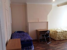Large twin room -share or private- to rent in Aldgate East, all bills included, free wifi, ID:434
