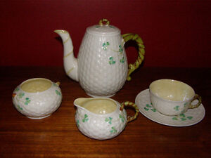 Looking to buy Antique Porcelain Pottery Ceramics China to Buy London Ontario image 1