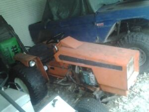 Allis Chalmers 620 lawn tractor with deck
