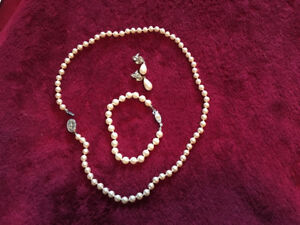 Synthetic pearls set