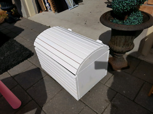 White solid wood toy box