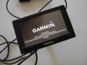 GARMIN  GPS  EN TRES BONNE CONDITION