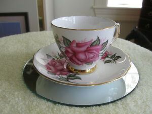 EXQUISITE OLD VINTAGE COLCLOUGH BONE CHINA CUP & SAUCER