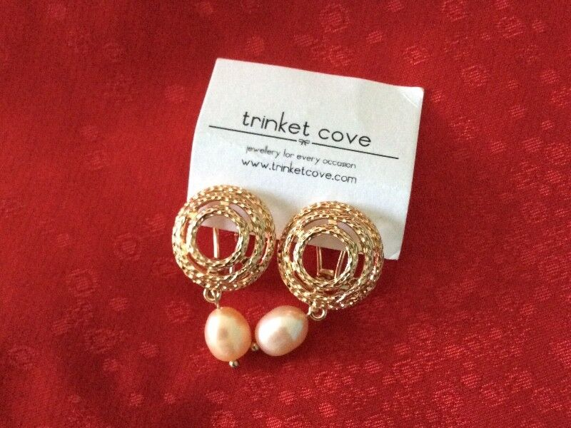 Brand New Kendall Trinket Cove Pink Pearl Earring with Gold Coil
