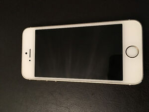 NEARLY BRAND NEW GOLD IPHONE 5S 16gb