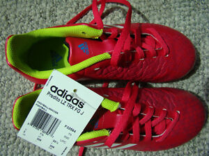 BNIB ADIDAS SOCCER SHOES SIZE 2 FOR GIRLS AGES 6 - 9 HOT PINK Regina Regina Area image 6