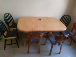 Dinning table with 3 matching chairs