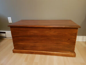 toy box/chest/coffee table