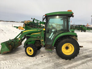 John Deere 3520 Cab Loader and 2 Bucket