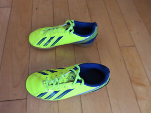 Indoor & Outdoor Soccer Shoes  for Kids (Boys)