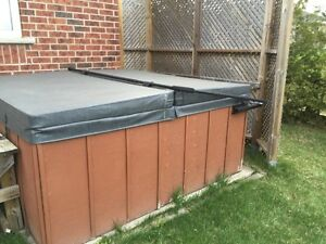 6 man working hot tub with new lid