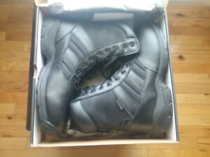 MENS MAGNUM PANTHER BOOT NEW IN BOX SIZE 15