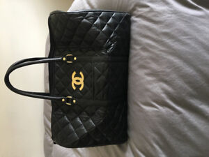 Black quilted tote bag for travel or gym - looks great- like new
