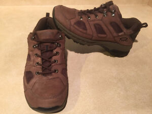 Women's WindRiver Hiking Shoes Size 8 London Ontario image 5