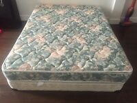 Queen bed / lit like New - delivery