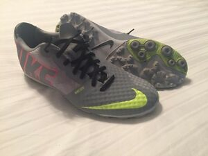 Nike soccer cleats - Only minutes worn - Size 9
