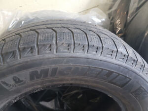 4 pneus hiver Michelin 245 65 17 winter tires