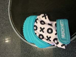 EUC Munch Mitt blue in colour