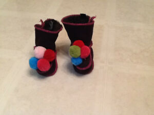Warm & Fuzzy Bart Booties fits 6-12 mths / New Condition