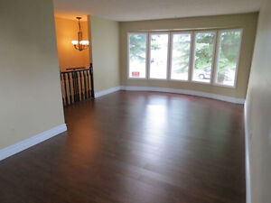 3 Bdrm Main Level House in Millwoods Pets OK  FREE Internet/TV