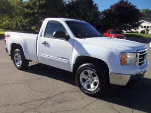 2013 GMC SIERRA SLE 1500 REG CAB SHORTBOX !! 4X4 !! 5.3 !!