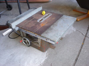 OLDER WORKING TABLE SAW,