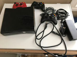 Xbox 360 (No Games, 2 Controllers)