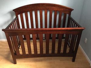 Lit de bébé transformable avec table à langer. Saguenay Saguenay-Lac-Saint-Jean image 3