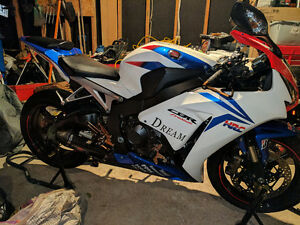 Custom  one of a kind CBR 1000RR ...No time to ride