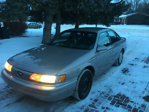 1995 Ford Taurus V6 Sedan (LOW MILEAGE)