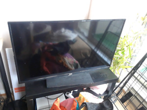 RCA SMART TV 40 INCHES ROKU LED NETFLIX APPS 1080P $299 OBO