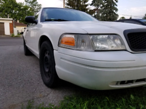2011 crown Victoria for trade / Echange for 4 cylinder