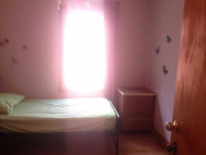 Room for rent, 1min walk to metro Jolicoeur, female only