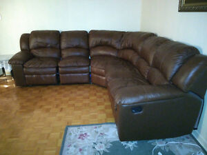 Leather sectional couch / sofa sectionel en cuir